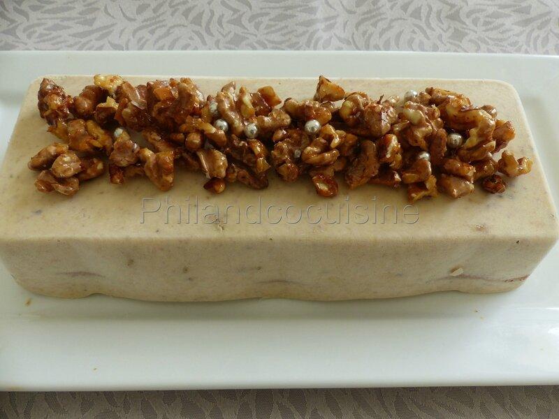 Bûche glacée au mascarpone et aux noix caramélisées