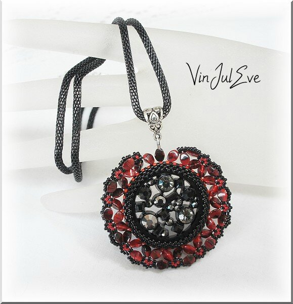 collier Aksy noir rouge 1