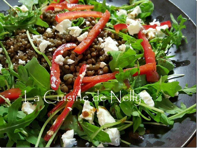 Salade lentilles roquette fêta poivron rouge