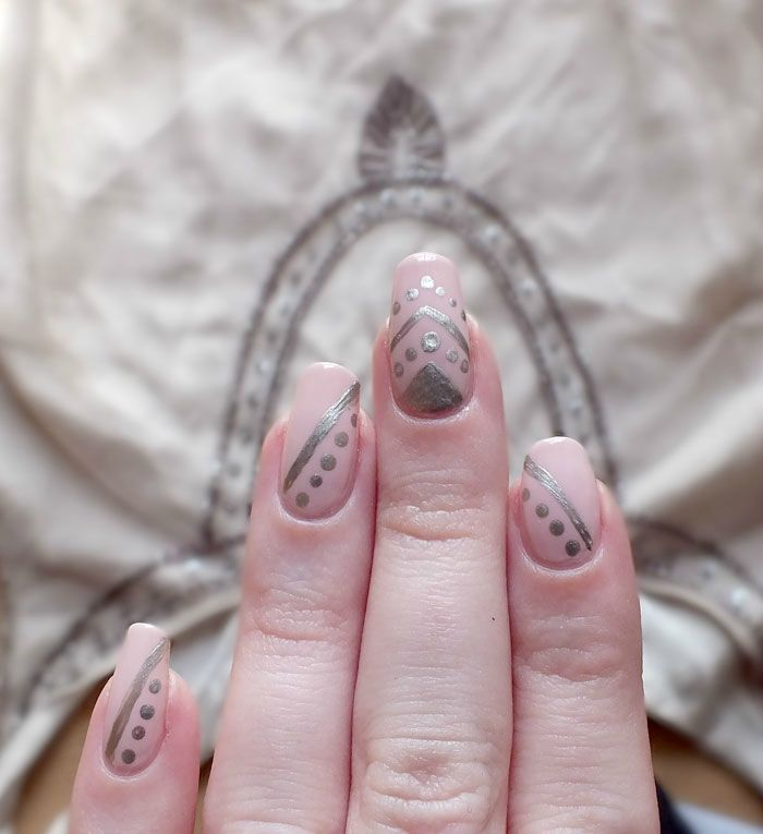 nailsorming-vetements-robe-promod-broderies-elf-rose-pale-dean-nailmatic (1)