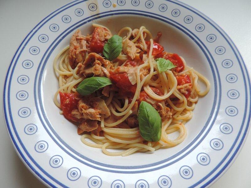 spaghettis au thon et tomates cerises la cuisine de ponpon rapide et facile. Black Bedroom Furniture Sets. Home Design Ideas