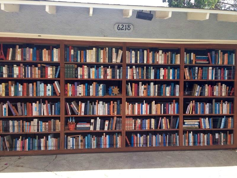 garage-door-painted-like-giant-bookcase