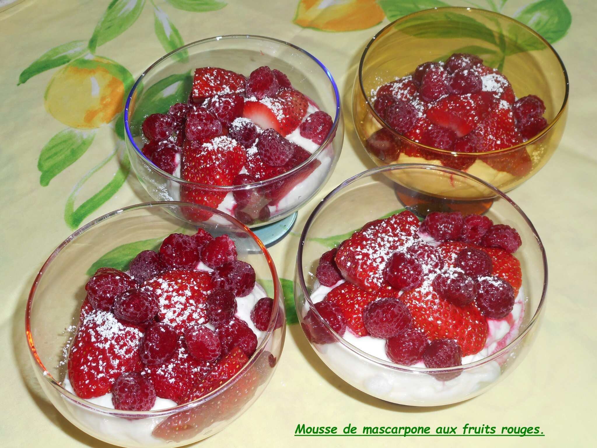 mousse de mascarpone aux fruits rouges mes recettes et photos de g teaux. Black Bedroom Furniture Sets. Home Design Ideas