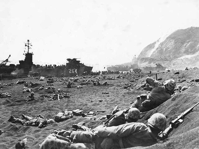 Marines_burrow_in_the_volcanic_sand_on_the_beach_of_Iwo_Jima