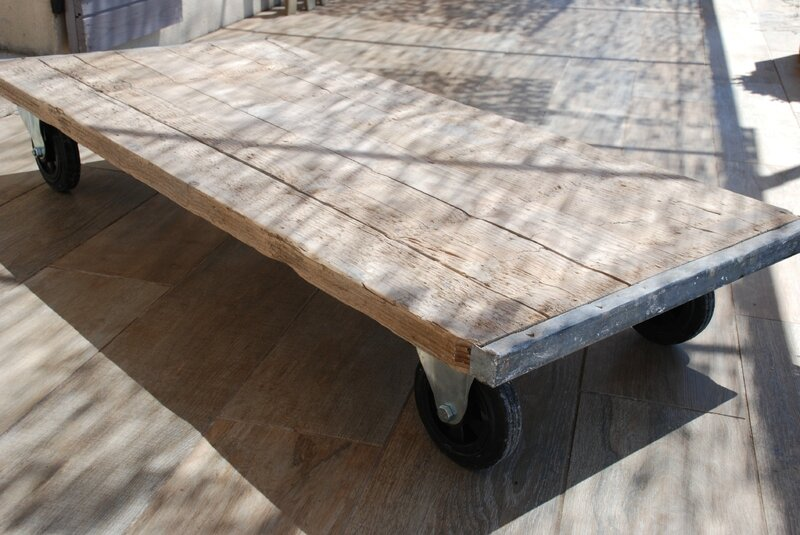 Table basse avec des planches de r cup pictures to pin on - Table en planche de coffrage ...