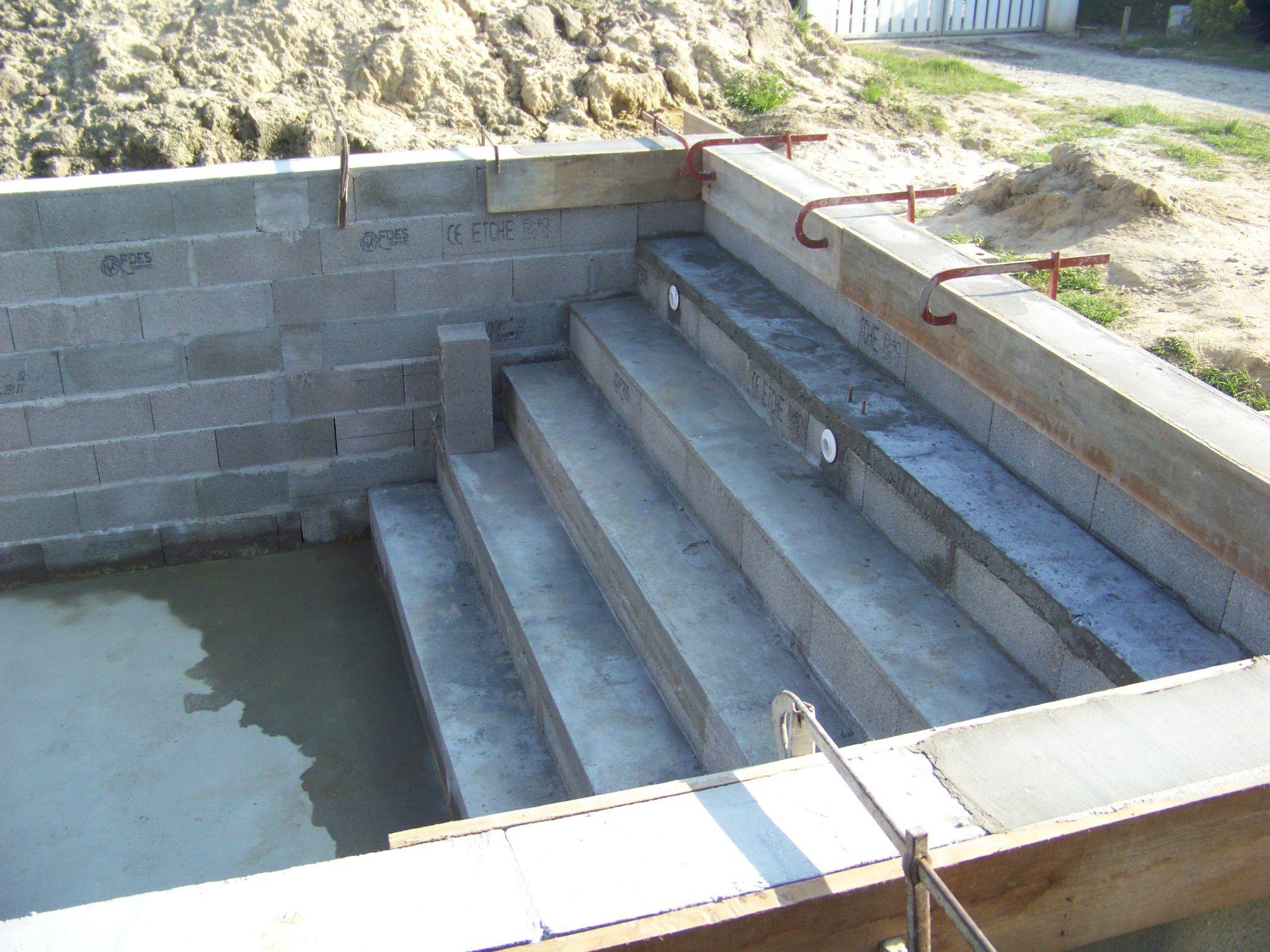 En attendant construction de notre piscine for Construction piscine 78