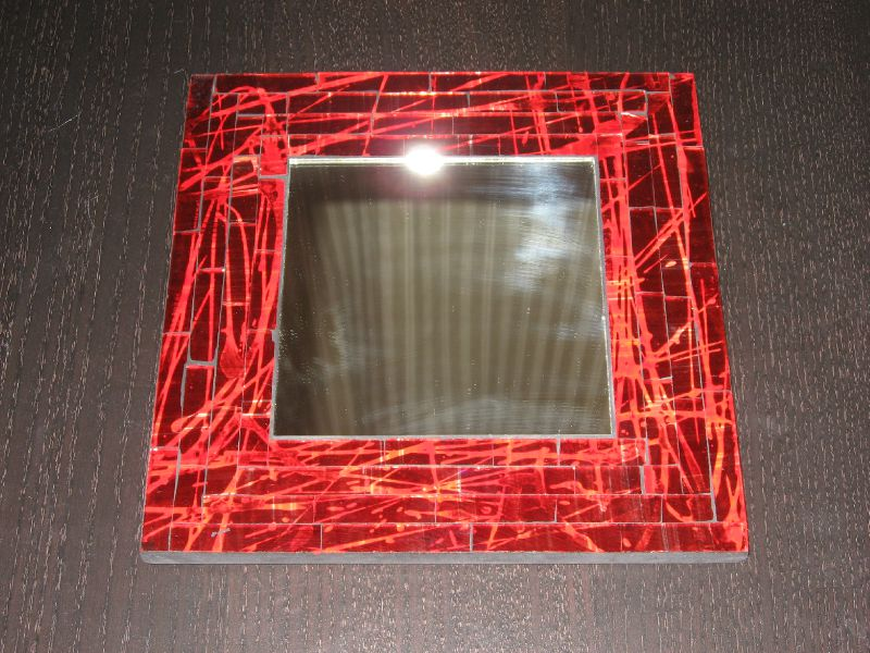 Miroir rouge uni photo de coupelles mosa que balibatik for Miroir rouge