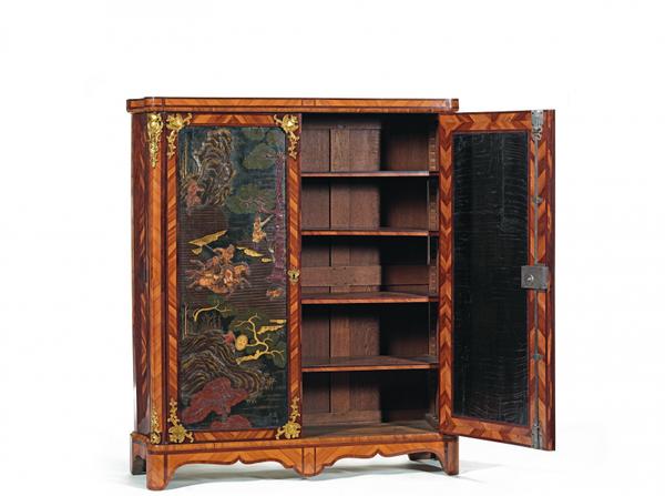 armoire-portes-panneaux-de-laque-de-chine-incrustes-de-pierres-de-lard-1371116233590302
