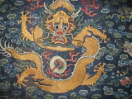 A_blue_silk_gauze_dragon_robe_with_embroidered_decoration_