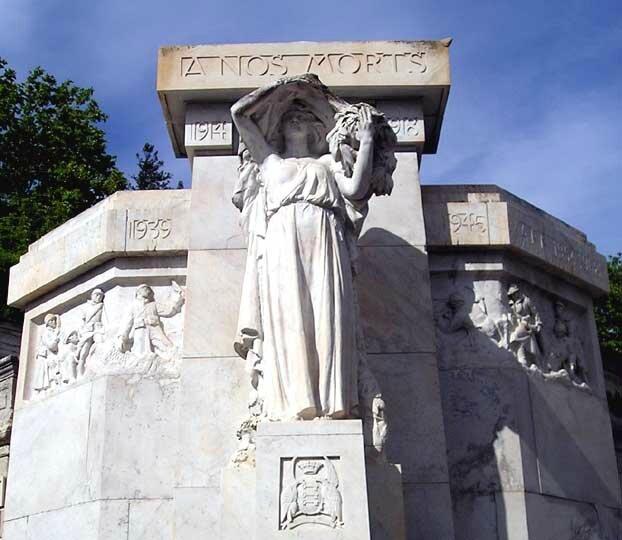 Le monument aux morts-rocher des Doms, mai 2014 2