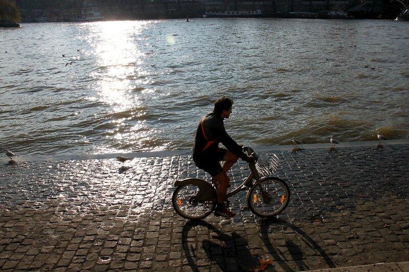 6-Vélo, contre-jour, Quai de Seine_9864