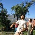 Tom et ses potes jouant à la Petaka (je ne suis pas sûre du tout de l'orthographe)