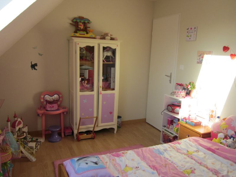 chambre de petite fille de 5 ans. Black Bedroom Furniture Sets. Home Design Ideas