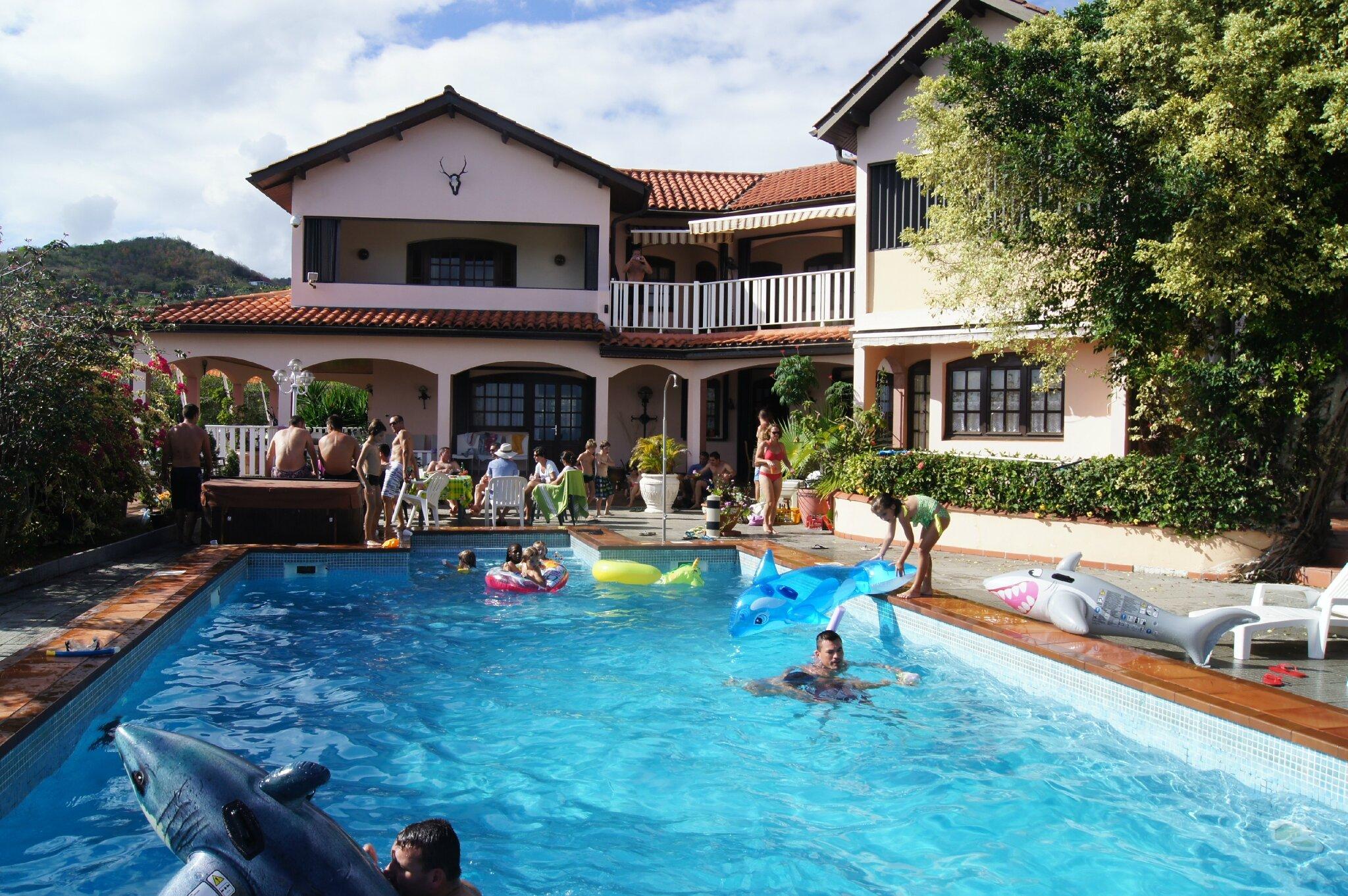 journ e dans une villa avec le rugby notre s jour la martinique. Black Bedroom Furniture Sets. Home Design Ideas
