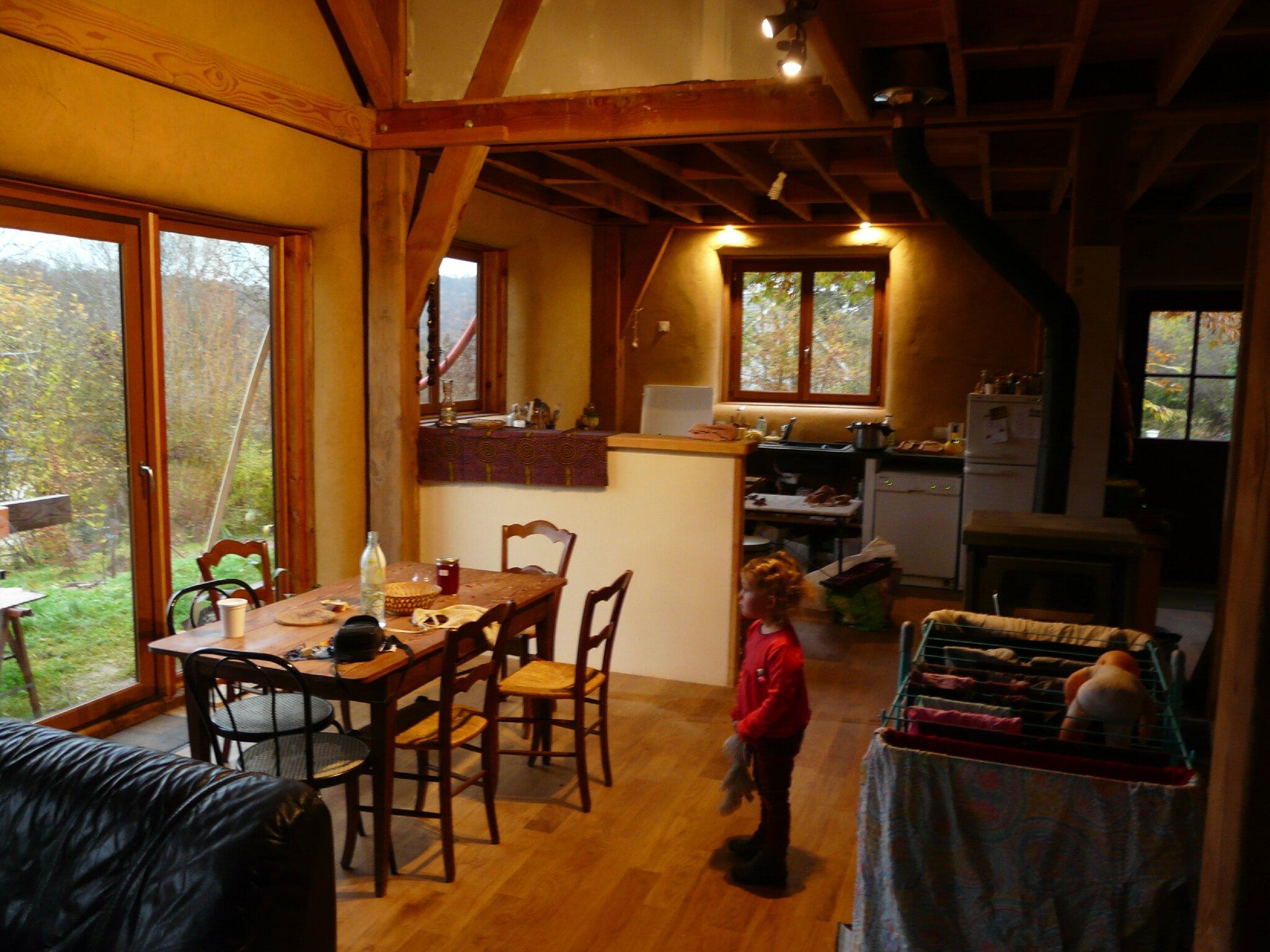 Installation 2mois construction d 39 une maison en paille en corr ze - Maison en paille porteuse ...