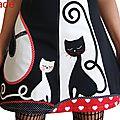 Robe maille Noir Blanc Rouge Look Graphique & patch appliqué d'un Chat et son Chaton en jeu de contraste opposé symétrique Noir / Ecru Chic & imprimé tissu Pois et imprimé Coeurs