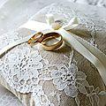 Coussin alliances mariage en lin et dentelle