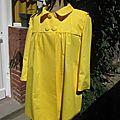 Manteau EDITH en toile de coton jaune doublé de satin noir (1)