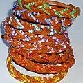 e) Bracelet 'Native American' en cuir et perles tressés