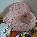 Le petit fauteuil en tissu d'eugénie