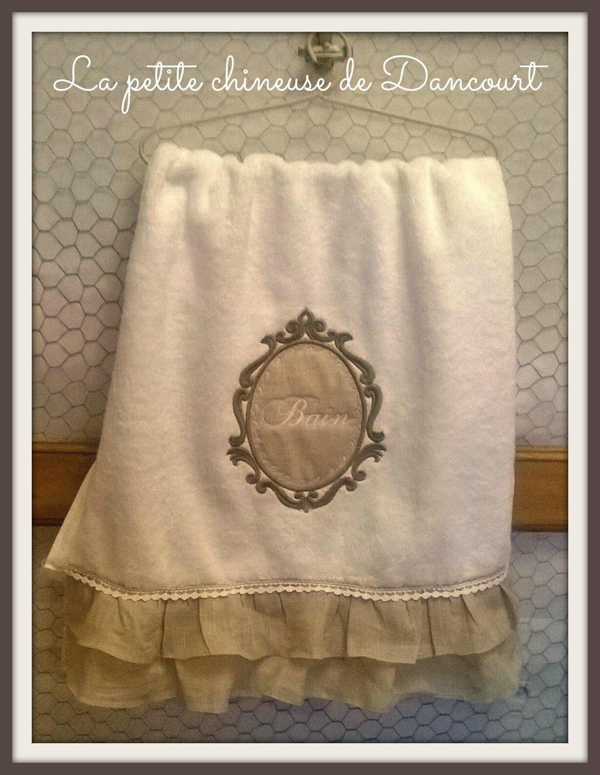 Les serviettes brodées de la petite chineuse de Dancourt