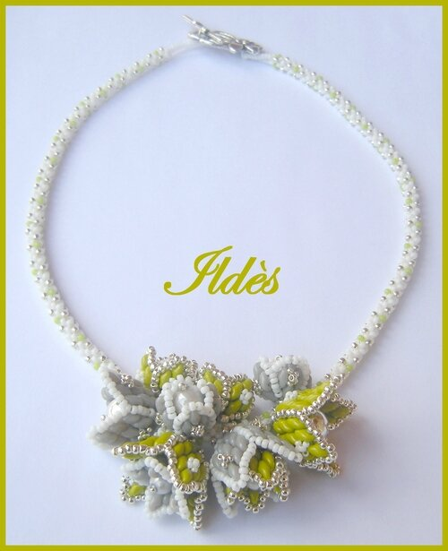 Collier fleuri