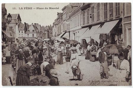 02 - LA FERE - Place du marché