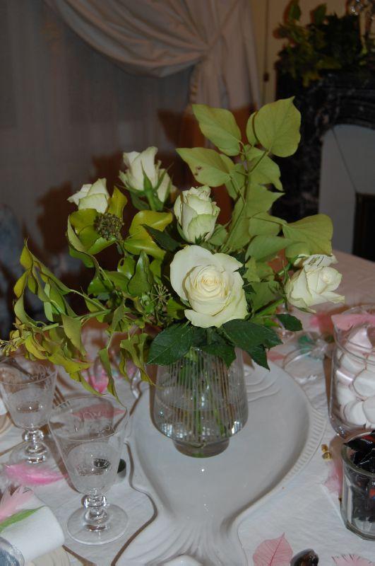 Des roses blanches pour un anniversaire tout en rose !