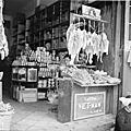 Une boutique de Cholon avec la publicité du Savon Vietnam