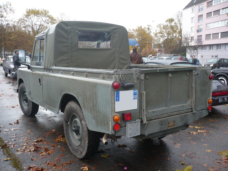 LAND ROVER 109 Serie III pick-up Strasbourg (2)