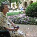 Elle attendait sa copine... - Palais St Pierre - Lyon - Juillet 2006