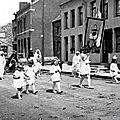 Trelon - une procession