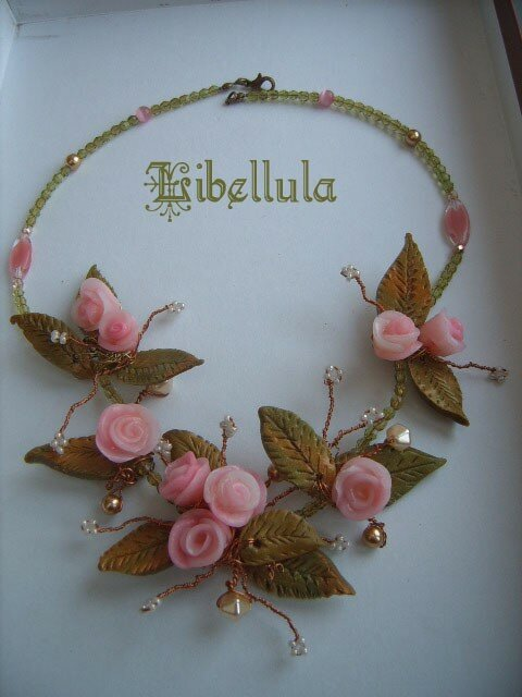 Collier-Fimo-Roses