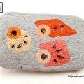 Br105 - petite broche géométrique en polymère grise et orange