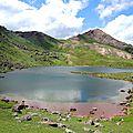 Lac d'Arlet, lac et refuge, soleil (64)
