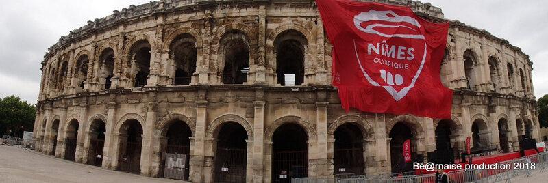 Arènes aux couleurs d'un club (Nîmes, mai 2018)