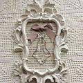 Cadre brocante: vieux papier blanchi et sa pampille!
