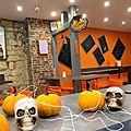 Installation des décos d'halloween chez crazy pasta