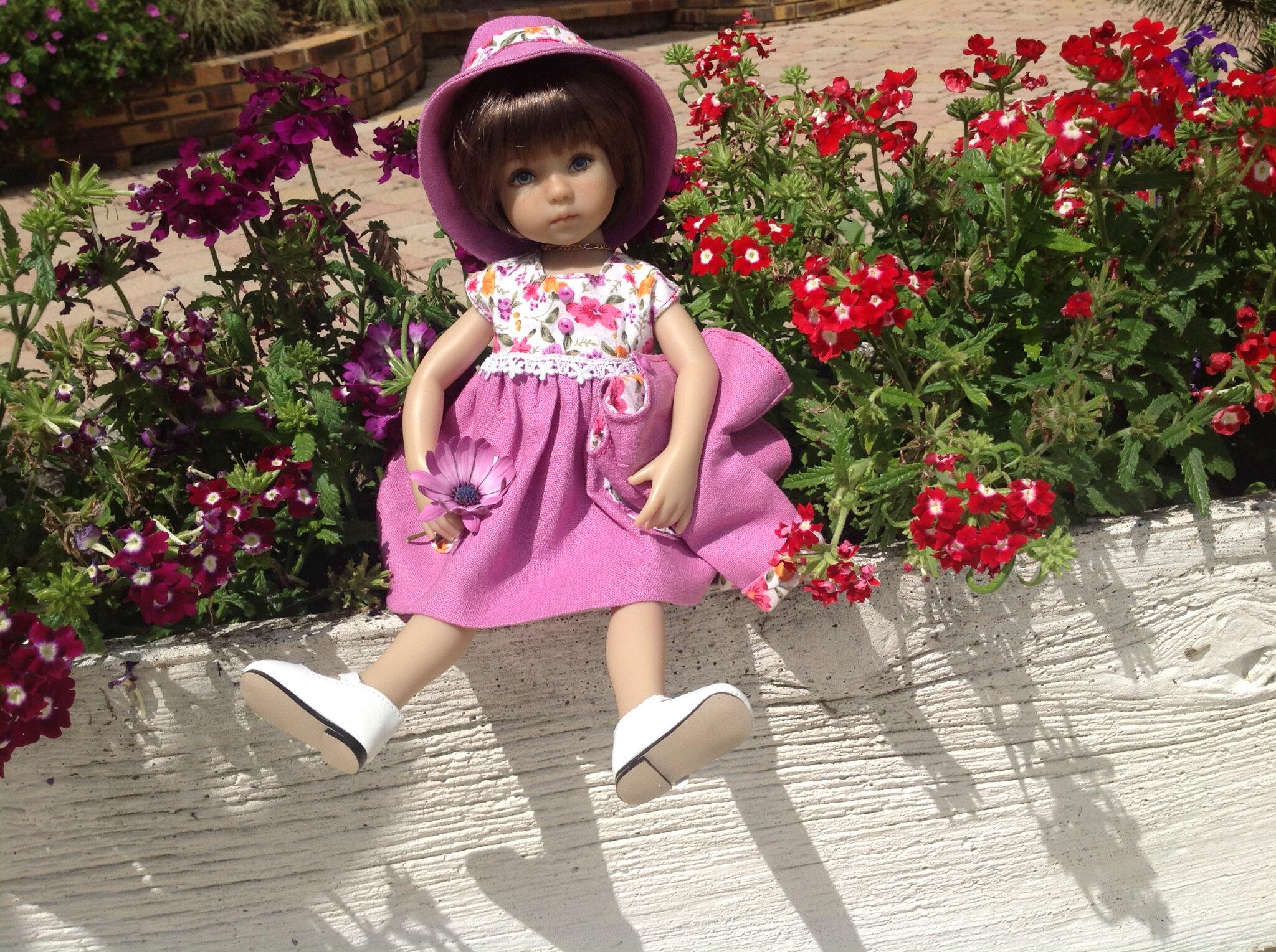 Du parme et des petites fleurs assorties au jardin
