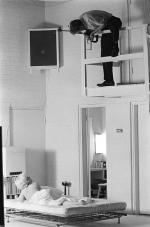 1961-11-17-santa_monica-Kirkland_sitting-023-1