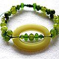 Bracelet coulissant acrylique et perles de Bohème Vert anis