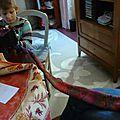 Une écharpe au tricotin géant, un jeu d'enfant!