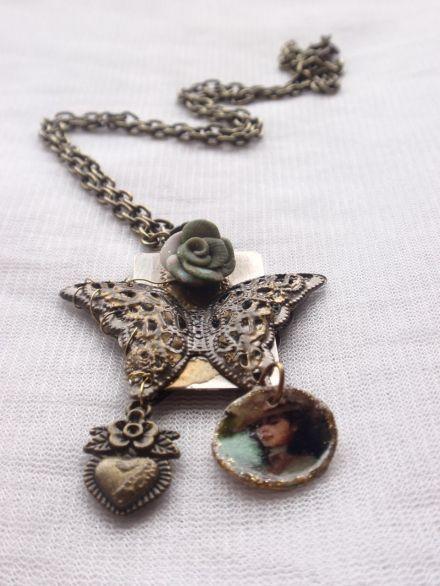 Collier en bronze papillon et femme victorienne