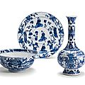 A blue and white bottle vase, a bowl and two dishes, Transitional–Kangxi period