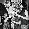 jayne-1966-07-20-ny-westbury-gpb-with_family