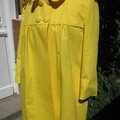 Manteau EDITH en toile de coton jaune doublé de satin noir (6)