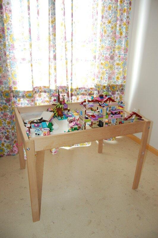 Ou comment la vieille table à langer devint une super table pour Lego- tuto!