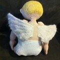 petit ange assis de dos