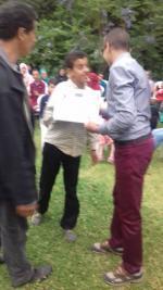 Mouad reçoit le certificat