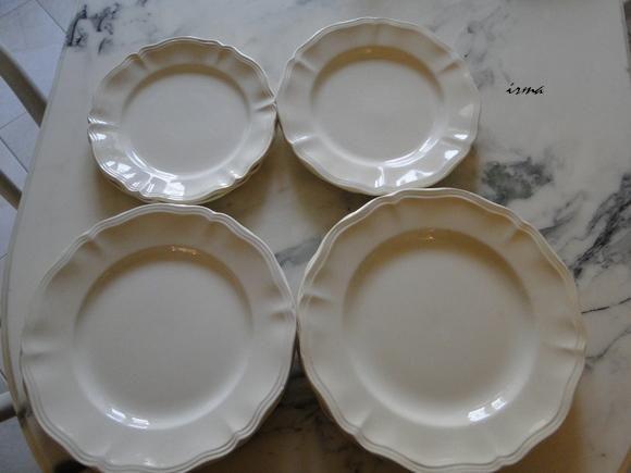 assiettes de différentes tailles